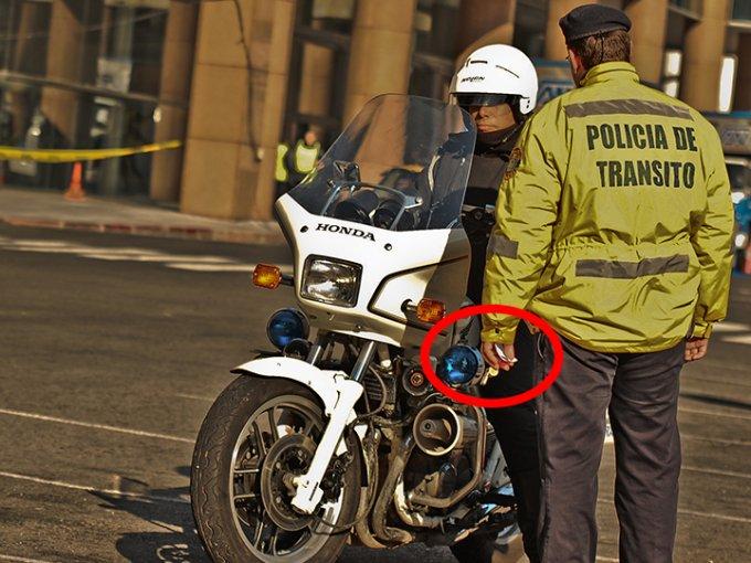 Aunque no lo creas, éstos comportamientos están prohibidos en el Reglamento de Tránsito. Foto: Flickr