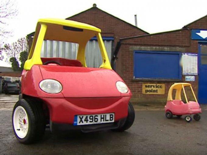 Como el Crazy Coupe original, la versión real, solo narra con 02 plazas, no posee ventanas y solo tienen una puerta. Foto: YouTube