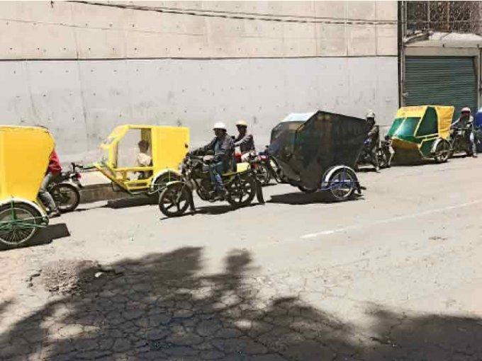 """Cinco 1.000 mototaxistas eran halcones de """"El Ojos"""" en Tláhuac. Foto: Gerardo Jiménez"""
