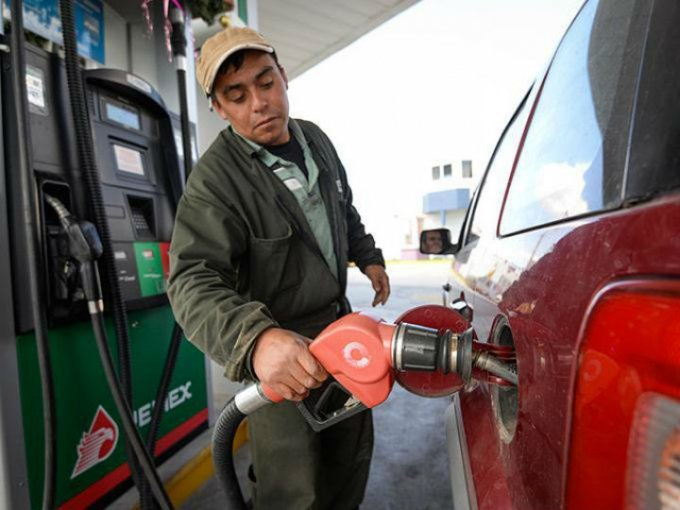 Ante el inconveniente del hurto de comburente en las gasolineras de México, los conductores pueden tomar medidas precautorias para eludir éste desfalco. Foto: Cuartoscuro