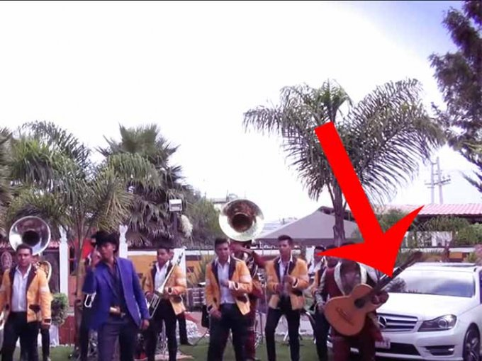 De pacto con información de Excélsior Televisión, éstos autos se rentaron para éste video musical. Foto: Tomada de YouTube