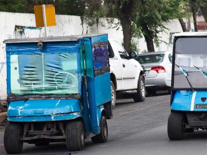 Los carros de golf asimismo son utilizados cual trasporte público en la demarcación, circulan sin placas ó algún permiso oficial. Fotografía Especial